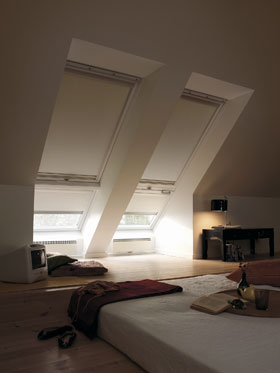 velux au enbeschattung solarrollladen markisetten tkm. Black Bedroom Furniture Sets. Home Design Ideas