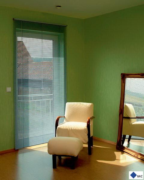 innenjalousie kettenzugjalousie licht regulieren tkm klaus madzar. Black Bedroom Furniture Sets. Home Design Ideas